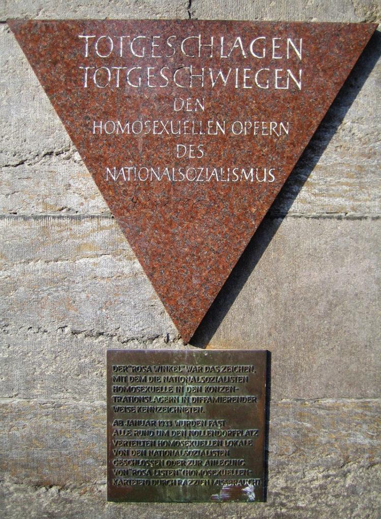 https://de.wikipedia.org/wiki/Datei:Gedenktafel_Rosa_Winkel_Nollendorfplatz.jpg